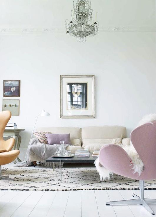 Vaaleanpunainen joutsen-tuoli