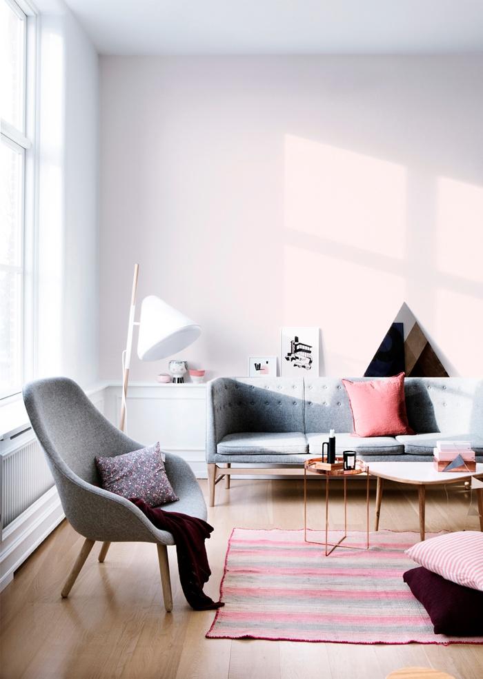 harmaa sohva ja tuoli
