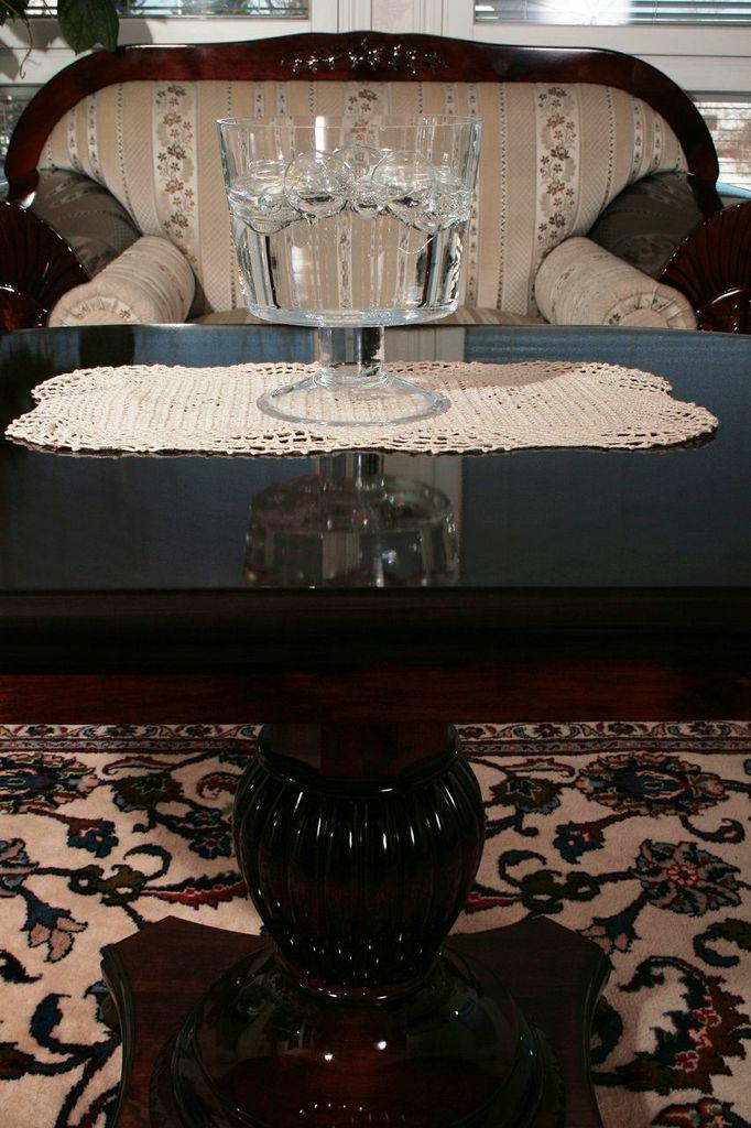 H sohva ja pöytä